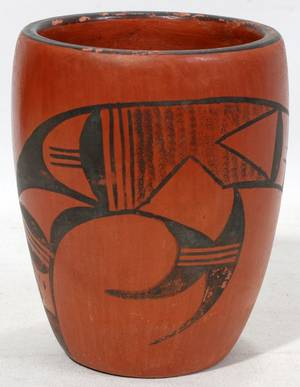 041360 ZUNI POTTERY VASE H 5 12 BLACK DESIGN