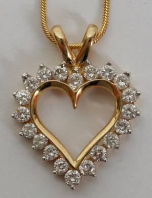 052382 14KT GOLD  DIAMOND HEART PENDANT AND CHAIN