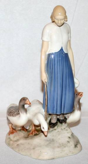 051513 BING  GRONDAHL FIGURE OF A GIRL WITH GEESE