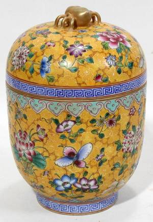 CHINESE FAMILLE ROSE PORCELAIN COVERED JAR H 7