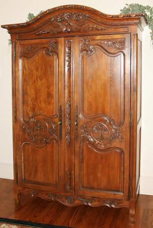 071134 COUNTRY FRENCH STYLE OAK ARMOIRE H 86 W 52