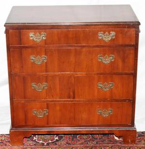 MAHOGANY FOURDRAWER BACHELORS CHEST H 30