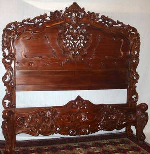 102260 CARVED MAHOGANY BED LATE 20TH C H 69 W 67