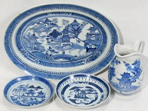 081353 CHINESE BLUE  WHITE SAUCERS PLATTER  PITCHER