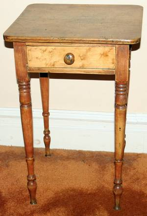 061438 AMERICAN MAPLE  CHERRY SINGLE DRAWER TABLE
