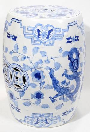 110391 CHINESE BLUE AND WHITE PORCELAIN GARDEN SEAT