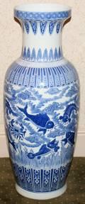 MODERN CHINESE BLUE AND WHITE PORCELAIN VASE