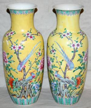 091425 CHINESE PORCELAIN VASES PAIR H 11
