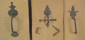 Three wrought iron thumb latches 18th19th c