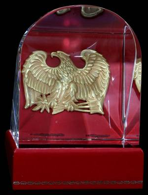 110009 STEUBEN GLASS PRISM OF THE EAGLE H 6 W 4