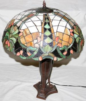 111421 LEADED GLASS  BRONZE TABLE LAMP H 25 12