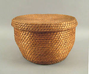 Large Pennsylvania round rye straw basket with lid late 19th c