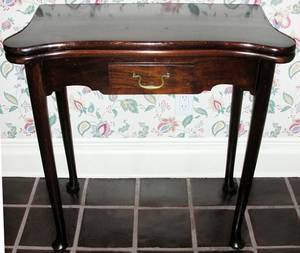 121240 QUEEN ANNE STYLE MAHOGANY CONSOLECARD TABLE