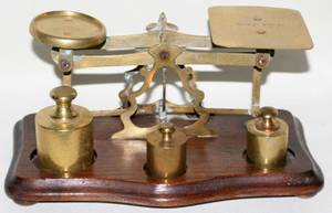 121419 ENGLISH BRASS POSTAL SCALE WTHREE WEIGHTS