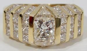 120011 1CT TRILLIANT  32CT SIDE DIAMOND RING