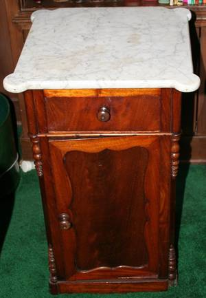 011101 VICTORIAN WALNUT COMMODE W MARBLE TOP C1850