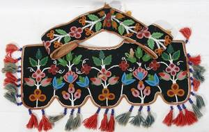 011155 AMERICAN INDIAN BEADED WOOL CEREMONIAL COLLAR
