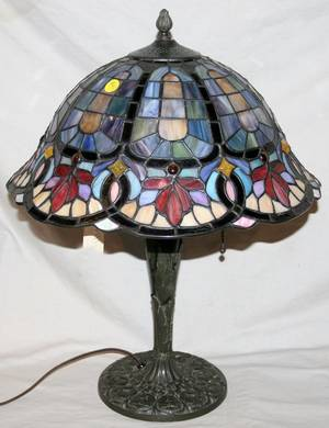 040085 MULTI COLOR SLAG GLASS TABLE LAMP C 1920
