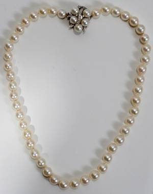 052172 14KT WHITE GOLD AND PEARL NECKLACE L 16