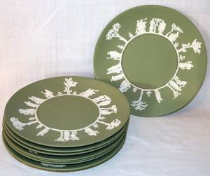 032237 WEDGWOOD MOSS GREEN JASPERWARE PLATES 20TH C