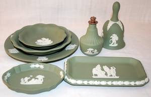 032234 WEDGWOOD MOSS GREEN JASPER WARE DISHE GROUP