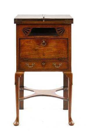 Queen Anne Style Beau Brummel Dressing Table