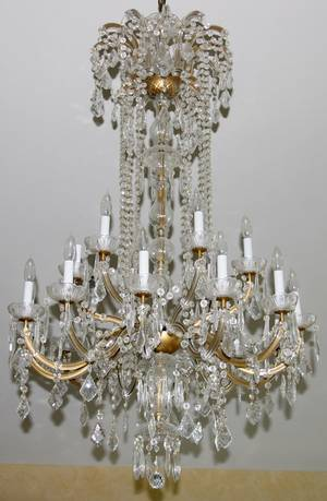 052368 FRENCH STYLE 18 LIGHT CHANDELIER H 50 W 23