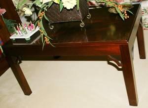 031419 MAHOGANY COFFEE TABLE MODERN H 18 W 22