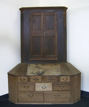 Delaware Valley walnut 2part corner cupboard late 18th c