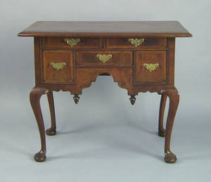 Massachusetts Queen Anne burl veneer dressing table ca 1750