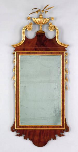 Federal mahogany looking glass ca 1790
