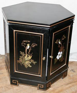 071202 CHINOISERIE BLACK LACQUERED CURIO CABINET