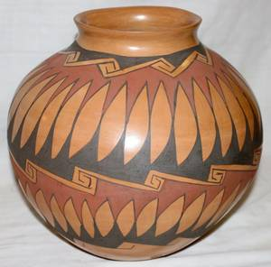 100141 ZUNI POTTERY VASE 20TH C H 10 DIA 10 12