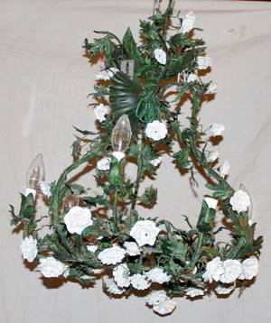 091282 IRON SIXLIGHT CHANDELIER WPORCELAIN FLOWERS