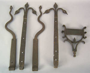 Two pair of wrought iron door hinges 18th19th c