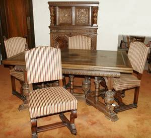 092236 JACOBEAN STYLE CARVED OAK DINING SET