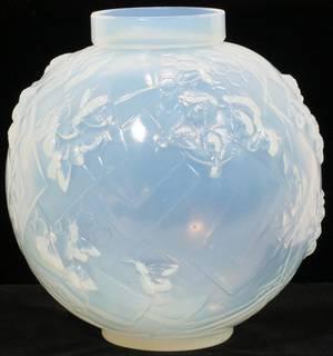 081282 SABINO OPALESCENT GLASS VASE H 7 14 DIA 7