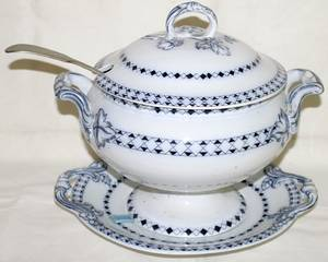 081302 CHALLINOR  CO STAFFORDSHIRE COVERED TUREEN