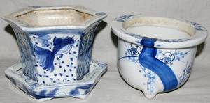 082302 CHINESE BLUE  WHITE PORCELAIN FLOWER POTS