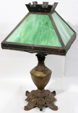 071368 ARTS  CRAFTS GLASS SHADE ON OIL LAMP BASE