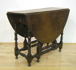 William  Mary mahogany gateleg table ca 1730