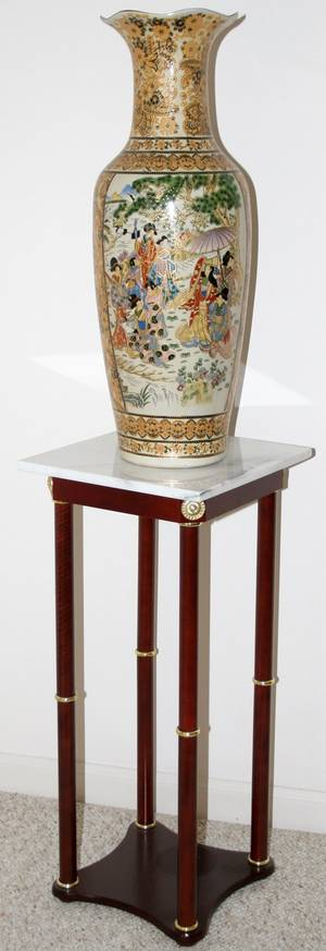 092517 CHINESE PORCELAIN VASE H 24 AND MARBLE TOP