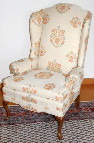 100486 QUEEN ANNE STYLE MAHOGANY WINGBACK CHAIR