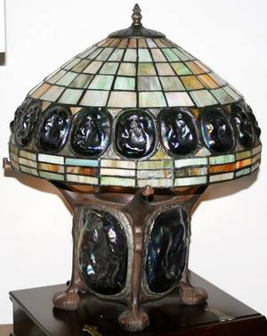 070026 LEADED GLASS  BRONZE TABLE LAMP H 19