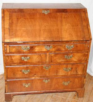 061039 ENGLISH WALNUT SLANTFRONT DESK 18TH C