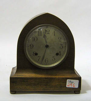 New Haven Clock Co mahogany shelf clock