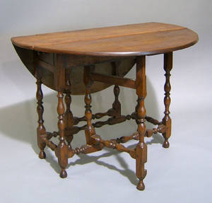William  Mary walnut gateleg table ca 1730