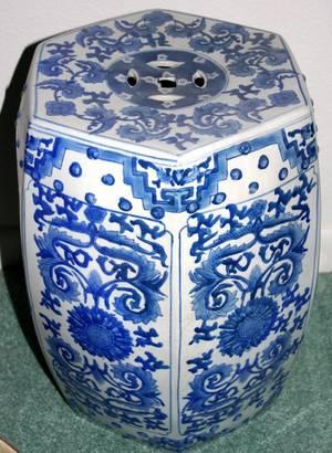 021256 CHINESE BLUE  WHITE PORCELAIN GARDEN STOOL