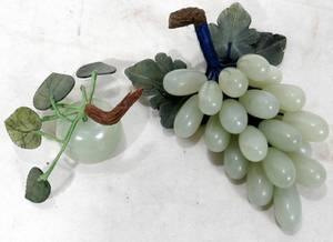 031435 CHINESE CARVED JADE  SERPENTINE FRUIT