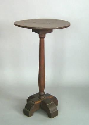 Pennsylvania walnut candlestand ca 1740